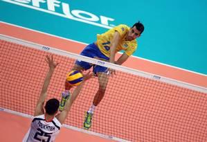 Douglas Souza em ação pela seleção na Liga das Nações Foto: Divulgação/FIVB