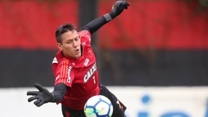 Situação de Diego Alves ainda não está resolvida no Flamengo Foto  Gilvan  de Souza  7a79f74b208aa