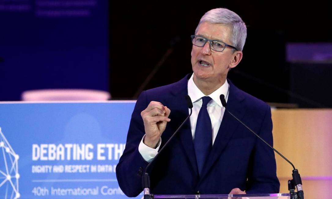 O CEO da Apple, Tim Cook, fez duras críticas ao uso de dados por parte de grandes corporações e governos Foto: Yves Herman / Reuters