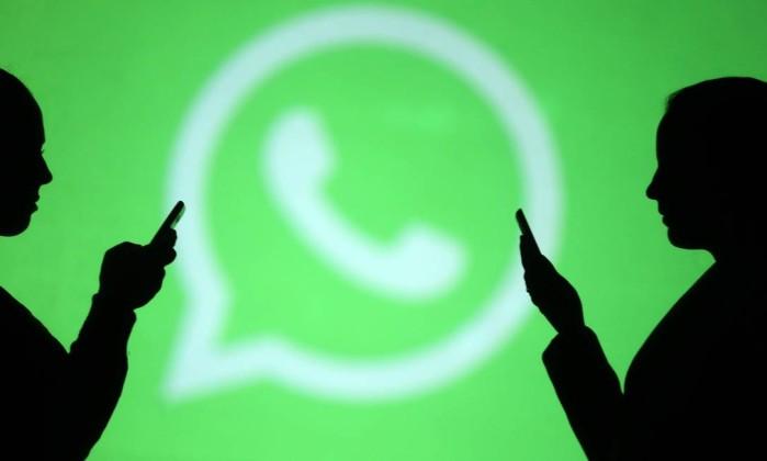 Jornalistas foram atacados na internet após reportagem dizer que empresários pagaram envio em massa de mensagens contra o PT pelo WhatsApp Foto: DADO RUVIC / Reuters