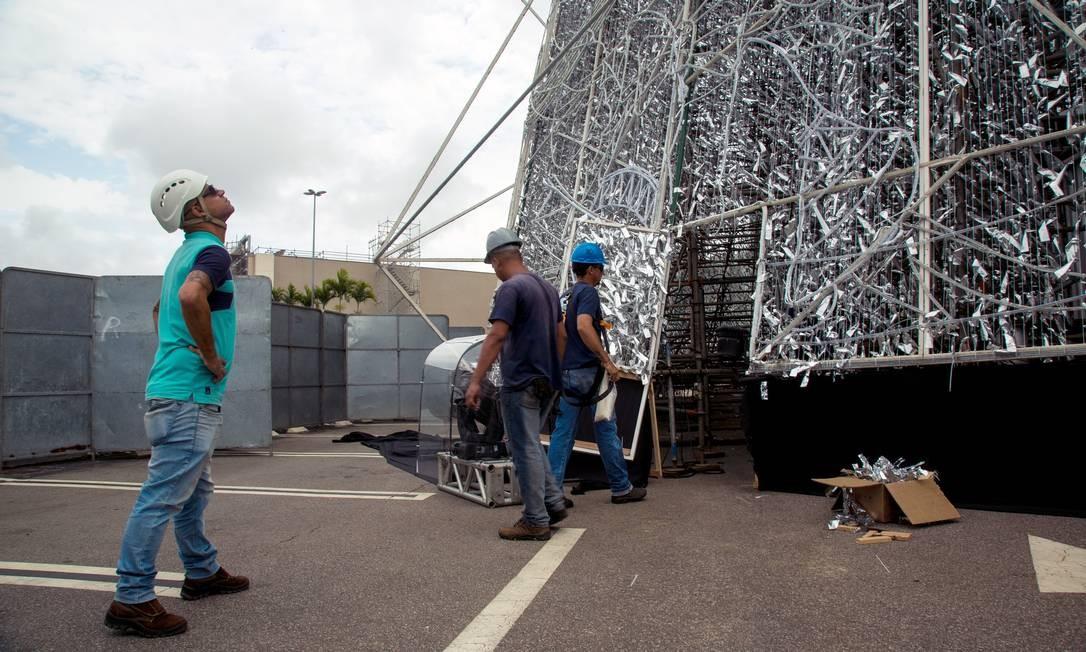 A estrutura foi assinada pelo cenógrafo Abel Gomes, que durante duas décadas foi responsável pela árvore da Lagoa Foto: Brenno Carvalho / Agência O Globo