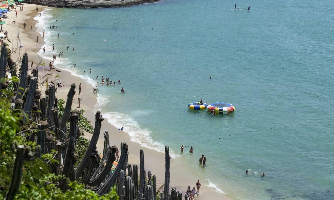 Praia de João Fernandes, em Búzios, um dos destinos preferidos dos argentinos Foto: Gabriel Monteiro / Agência O Globo