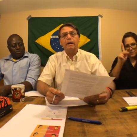 Jair Bolsonaro (PSL) faz transmissão ao vivo em página nas redes sociais Foto: Reprodução