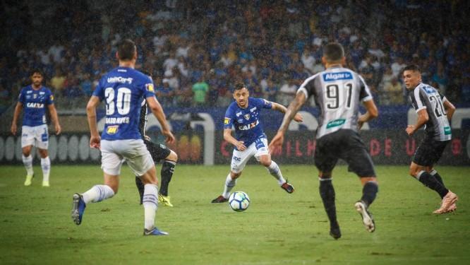 O Cruzeiro de Robrinho e de Thiago Neves (30) perdeu para o Ceará, no Mineirão Foto: Vinnicius Silva/Cruzeiro