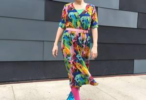 Agnes Callard exemplifica o estilo multicolorido de vestir-se em camadas Foto: Arnold Brooks
