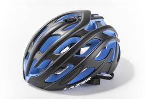 O capacete Lazer, modelo Blade, é um dos envolvidos no recall: risco que se desprenda durante o impacto Foto: Reprodução