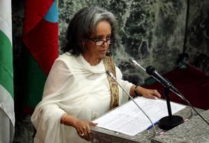 Nova presidente da Etiópia, Sahle-Work Zewde, fala no Parlamento após ser empossada Foto: TIKSA NEGERI / REUTERS