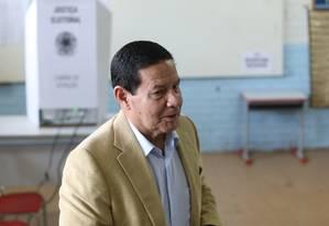 General Antônio Hamilton Mourão vota em Brasília Foto: Ailton de Freitas/Agência O Globo