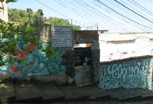 Entrada de edifício irregular na Rua André Cavalcanti 238