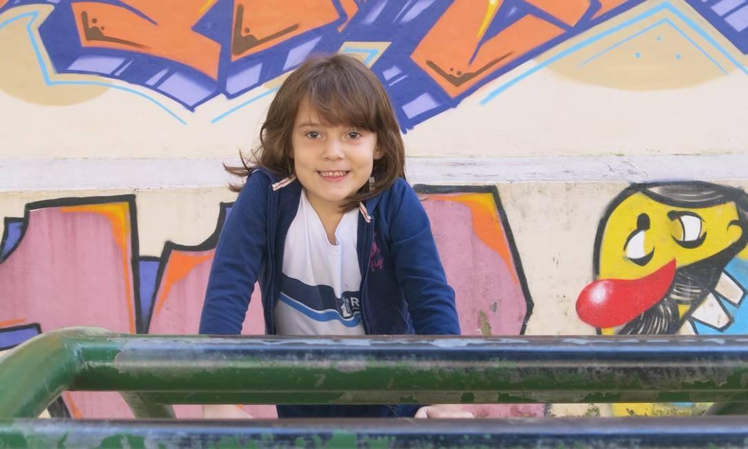 Beatriz tem aulas de ioga na Escola Municipal Albert Schweitzer Foto: Júlia Amin