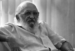 Paulo Freire começou a atuar como educador em 1947 Foto: Arquivo O Globo 1989 / Silvio Correra