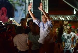 Presidenciável do PT, Fernando Haddad, em comício no Recife Foto: LEO CALDAS / AFP