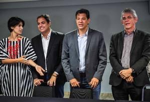 O candidato do PT à Presidência, Fernando Haddad, e o governador de Paraíba, Ricardo Coutinho Foto: Nelson Almeida/AFP/10-10-2018