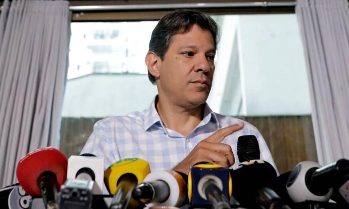 O candidato do PT à Presidência, Fernando Haddad, durante entrevista coletiva Foto: Paulo Whitaker/Reuters/25-10-2018