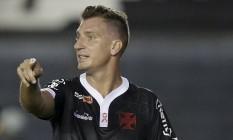 Maxi López na partida entre Vasco e Internacional Foto: MARCELO THEOBALD / Agência O Globo