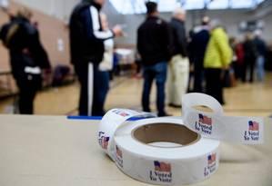 Eleitores aguardam para votar antecipadamente em Potomac, Maryland: participação latina é baixa nas eleições americanas, especialmente nas de meio de mandato Foto: BRENDAN SMIALOWSKI / AFP