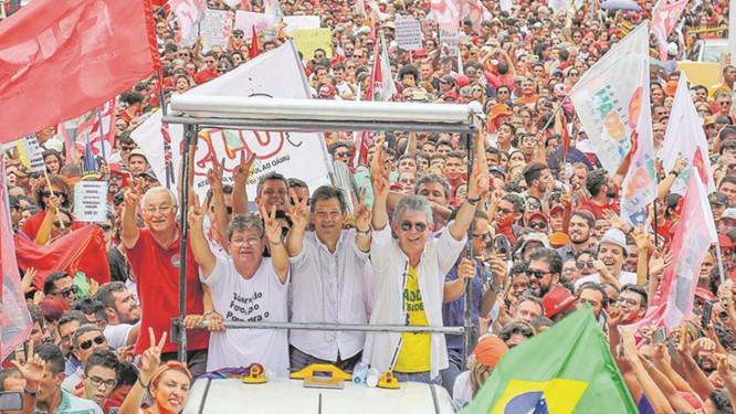 Fernando Haddad em comício no Capão Redondo, em São Paulo Foto: Ricardo Stuckert / Divulgação