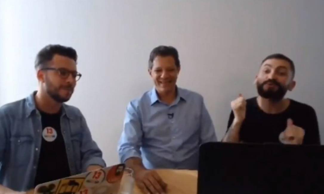 Fernando Haddad (PT) responde a perguntas de eleitores em transmissão ao vivo Foto: Reprodução/Periscope