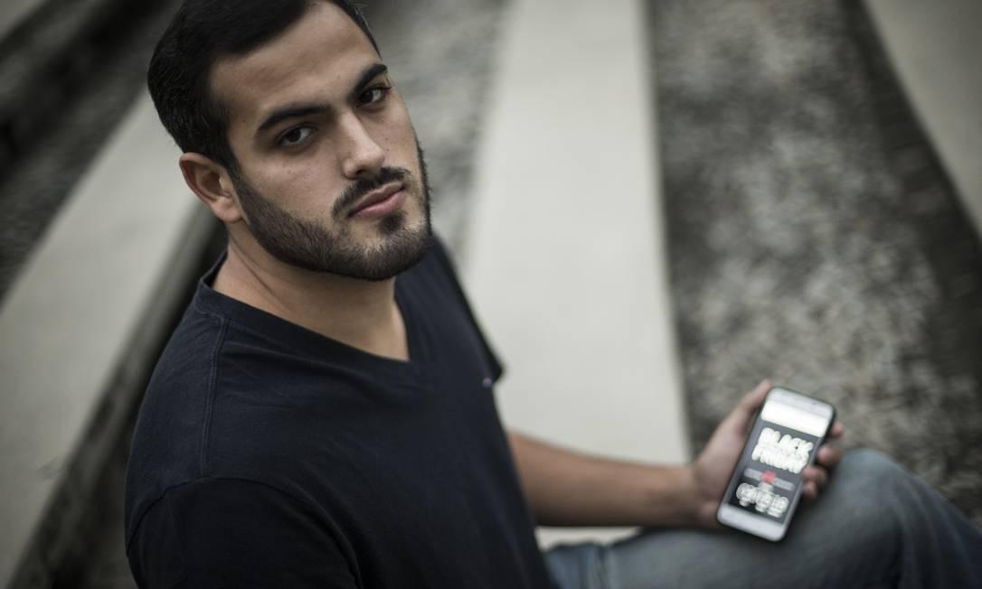 Vctor Hugo Gonçalves diz ter sofrido com a demora na entrega de uma compra feita em 2016, durante a Black Friday Foto: / Guito Moreto