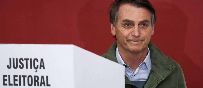 O candidato do PSL à Presidência, Jair Bolsonaro vota no Rio Foto: RICARDO MORAES / AFP
