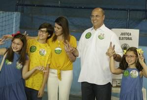Wilson Witzel e a família após votação Foto: Antonio Scorza / Agência O Globo