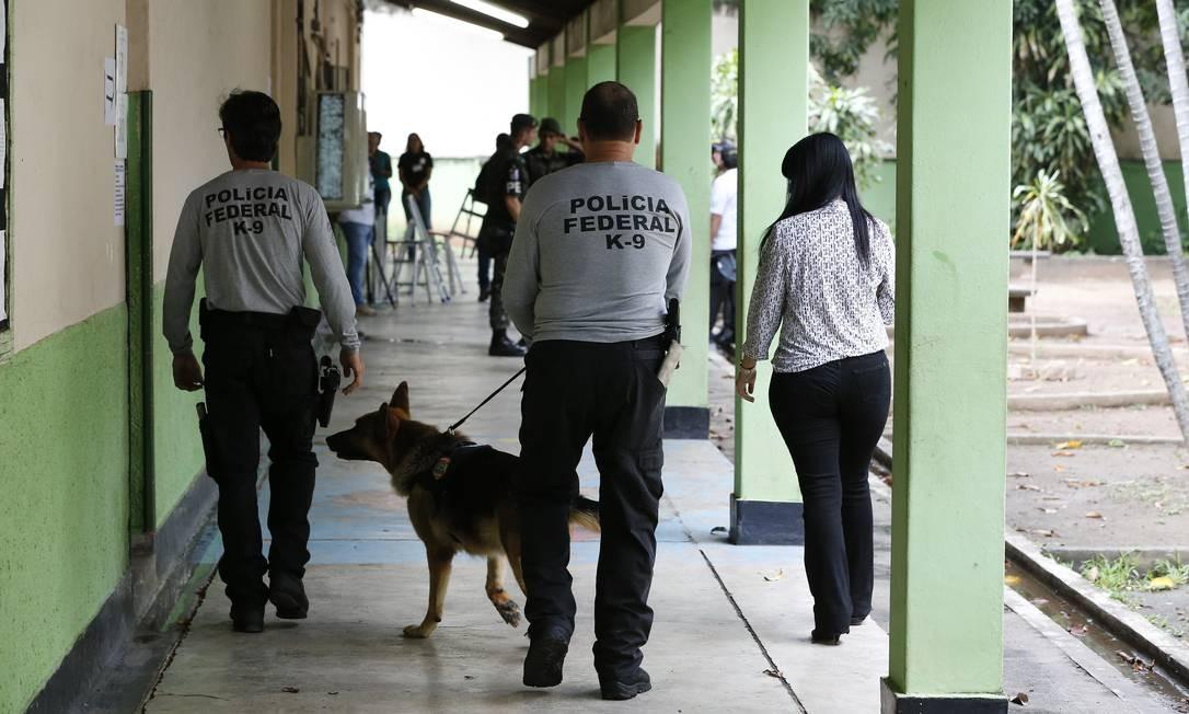 Agentes de segurança participaram da operação Foto: Pablo Jacob / Agência O Globo