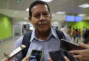 O candidato a vice na chapa de Jair Bolsonaro (PSL), general Hamilton Mourão, durante entrevista em Brasília Foto: Jorge William / Agência O Globo