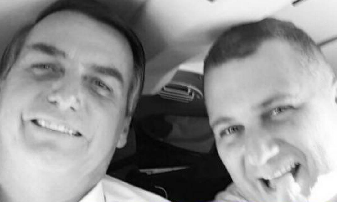 Eduardo Guimarães (à direita), ao lado de Jair Bolsonaro Foto: Reprodução