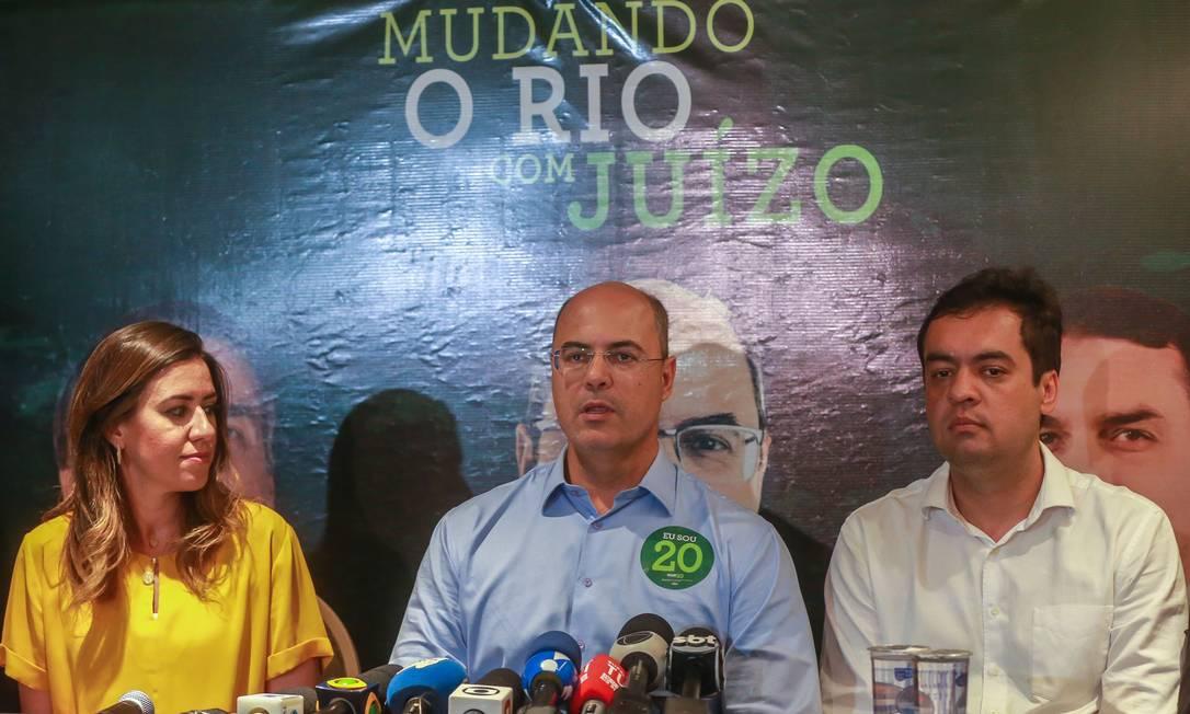 Wilson Witzel (PSC) fala à imprensa após a divulgação do resultado, no hotel Ramada Encore Ribalta, Barra da Tijuca. Foto: Marcelo Regua / Agência O Globo