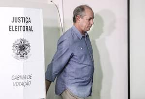 Após votar, em Fortaleza, Ciro Gomes disse que não pretende nunca mais fazer campanha com o PT Foto: Jarbas Oliveira / Agência O Globo