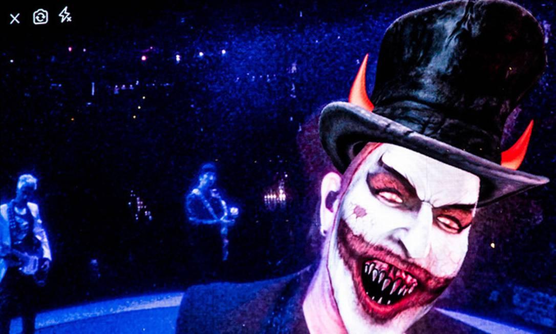 Bono Vox como o demônio MacPhisto num dos shows da turnê 'Experience & Innocence' Foto: Divulgação