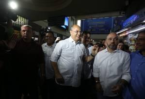 Wilson Witzel caminhou pela Central do Brasil no dia seguinte à sua eleição para governador Foto: Fabiano Rocha / Agência O Globo