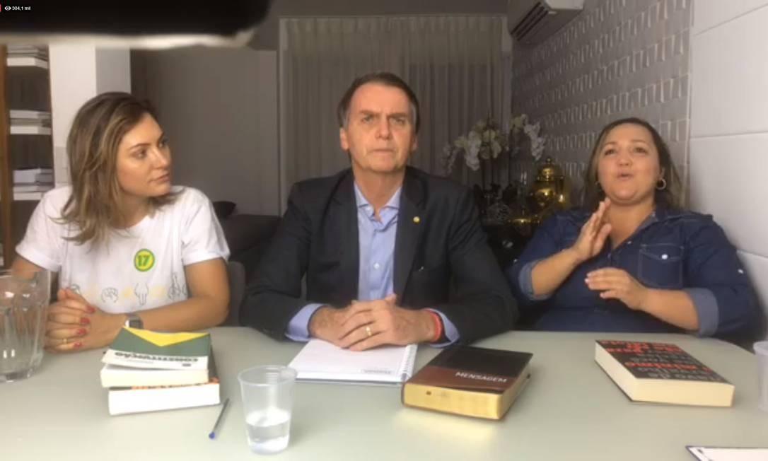 Eleito presidente, Jair Bolsonaro faz transmissão ao vivo no Facebook Foto: Picasa / Reprodução/Facebook