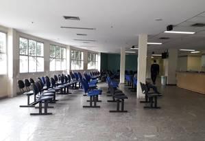 Sala de espera do ambulátorio do Hospital Ronaldo Gazolla praticamente vazia Foto: Renan Rodrigues / Agência O Globo