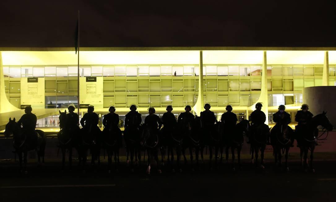 'Enquete: qual a melhor solução? Galeão ou Cumbica?' Foto: Igo Estrela / Getty Images