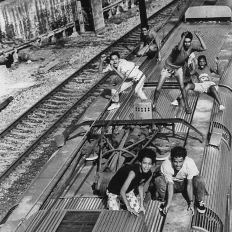 Jovens surfistas de trem Foto: H. John Maier Jr. / Getty Images