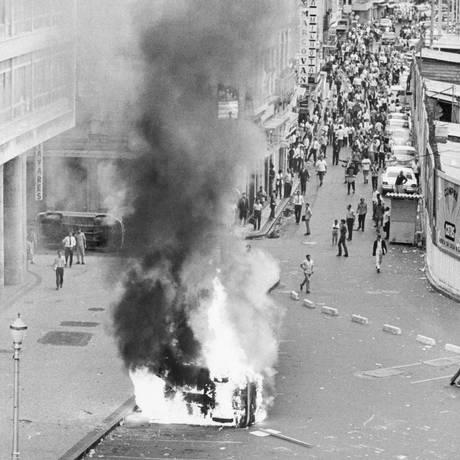 Estudantes protestam no Rio de Janeiro Foto: Bettmann / Agência O Globo