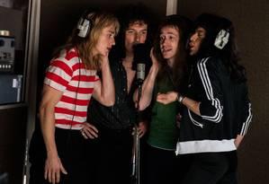 Ben Hardy (à esq.), Joseph Mazzello, Gwilym Lee e Rami Malek interpretam os músicos do Queen Foto: Divulgação / Divulgação