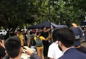 Apoiadores de Bolsonaro foram retirados por seguranças na UnB na segunda-feira Foto: Reprodução