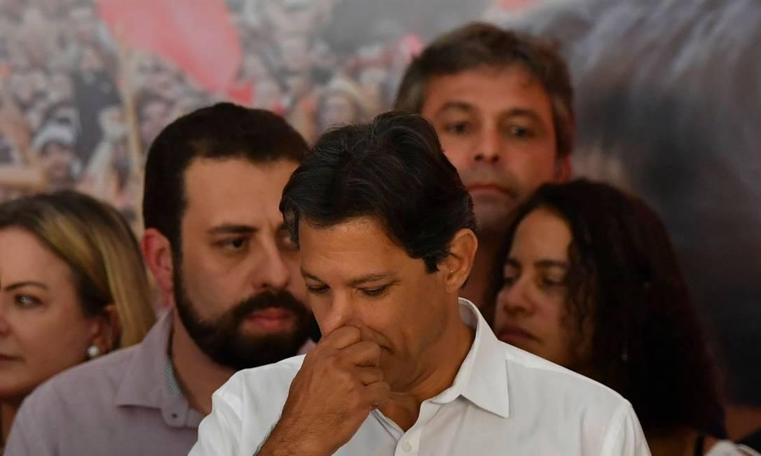 O candidato do PT, Fernando Haddad, durante discurso em que reconheceu a derrota Foto: Nelson Almeida/AFP/28-10-2018
