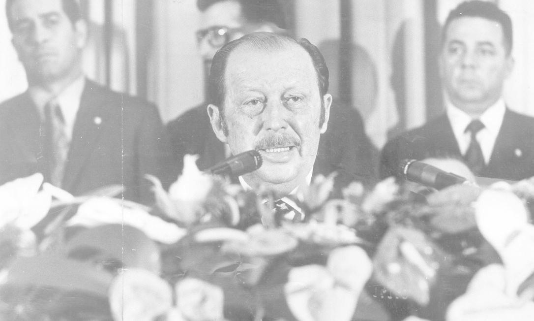 Alfredo Stroessner, então presidente do Paraguai, durante visita ao Brasil em 1973. Chegou ao poder por intermédio de um golpe militar em 1954 e instalou uma sangrenta ditadura de 35 anos Foto: Orlando Brito / Agência O Globo