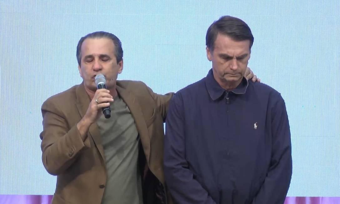 Presidente eleito, Jair Bolsonaro (PSL), ao participar de culto com o pastor Silas Malafia Foto: Reprodução/Youtube