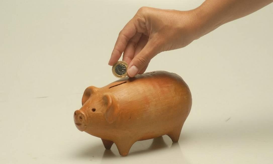No Brasil, por conta do aumento dos preços dos produtos e das dificuldades financeiras atuais, poupar é um luxo para poucos Foto: / Arquivo