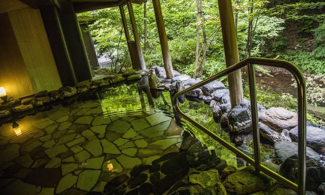 Piscina termal no Hotel Harataki Higashiyama Onsen, na cidade Aizuwakamatsu Bárbara Lopes / Agência O Globo
