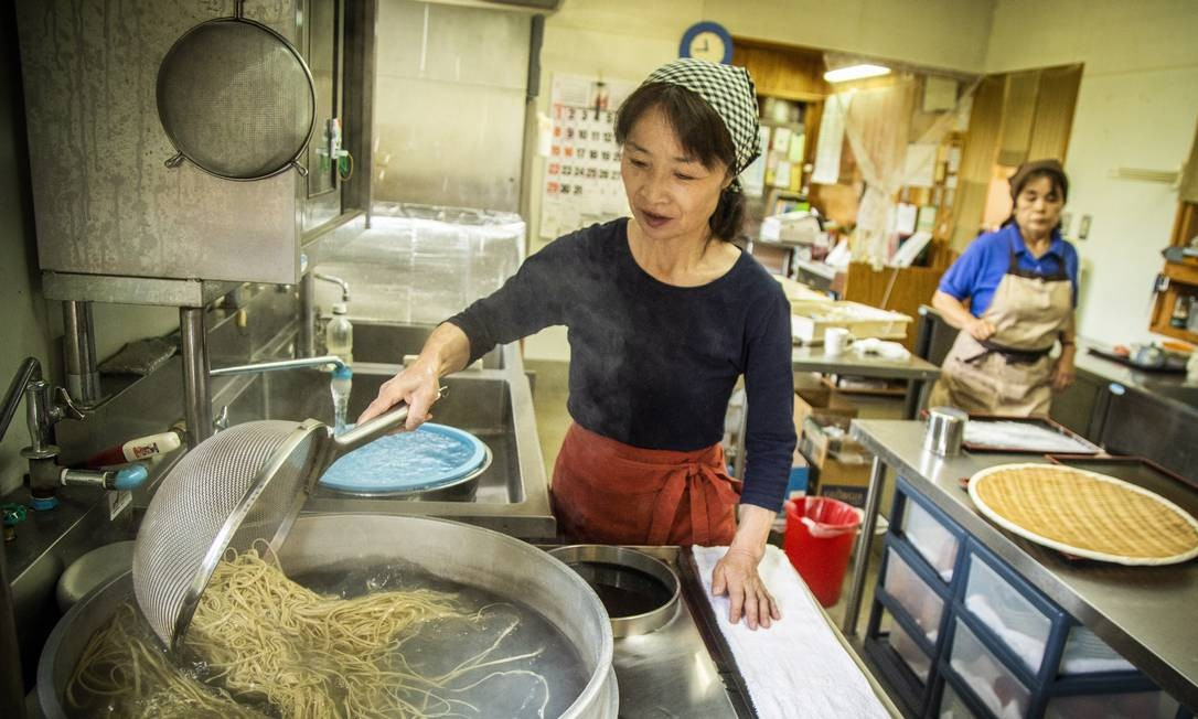 Aula de Buckwheat noodle, massa tradicional japonesa feita com trigo sarraceno Bárbara Lopes / Agência O Globo
