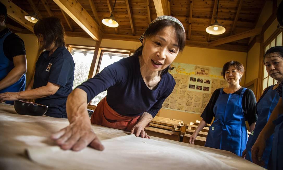 Aula de Buckwheat noodle, massa tradicional japonesa feita com trigo sarraceno Foto: Bárbara Lopes / Agência O Globo