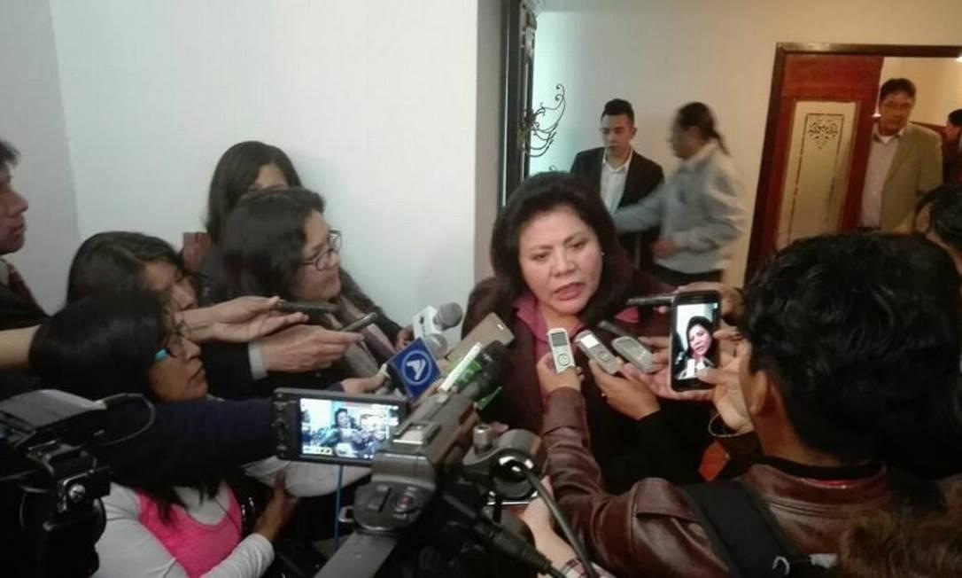 Deputada Norma Piérola concede entrevista coletiva Foto: Reprodução/Facebook