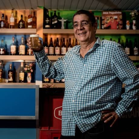 Zeca Pagodinho no Zeca Bar: decoração com fotos e discos do artista Foto: Divulgação/Fausto Ferreira