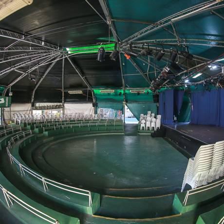 Lona Cultural Elza Osborne: palco que já recebeu Stanley Jordan hoje dá mais espaço para shows de artistas da comunidade Foto: Marcelo Régua / Agência O Globo