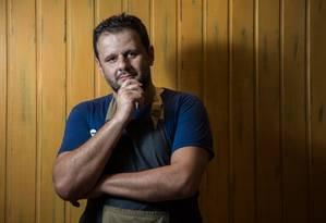 O chef Toninho do Momo no Bar do Zeca Foto: Emily Almeida / Agência O Globo
